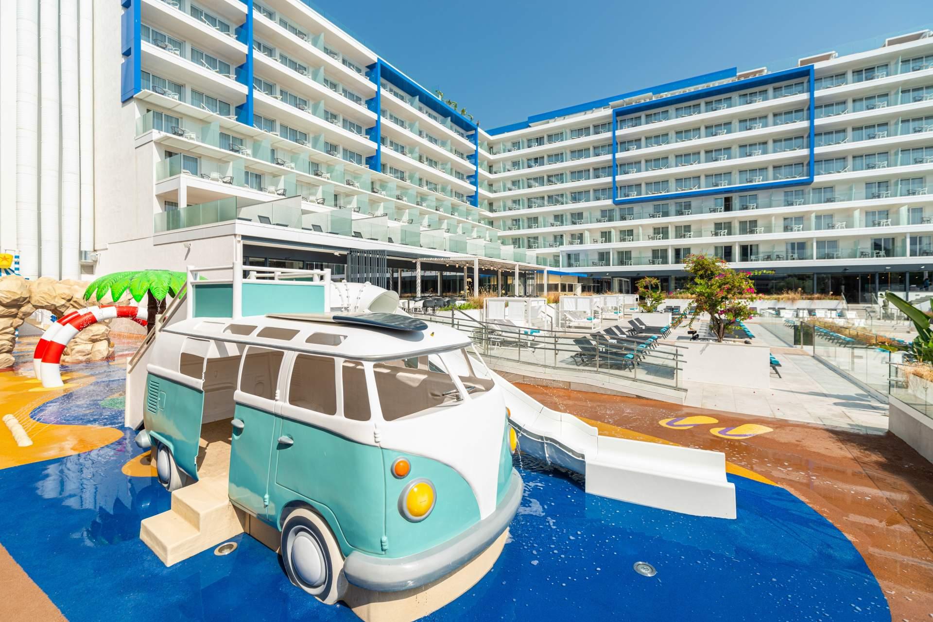 Busreis Lloret de Mar strandvakantie ©L'AZURE Hotel