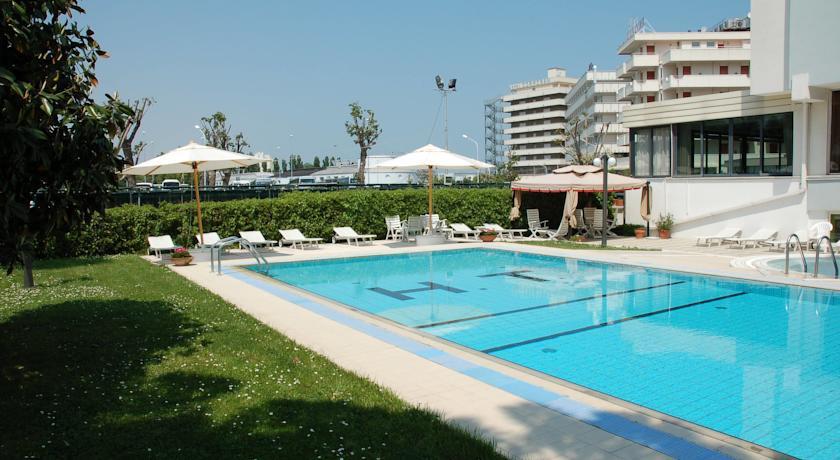 Busreis Cattolica Hotel Tiffany's strandvakantie